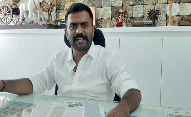 YSRCP MLA Kethireddy Venkatarami Reddy Slams Varadapuram Suri Over Anantapuram Politics  - Sakshi