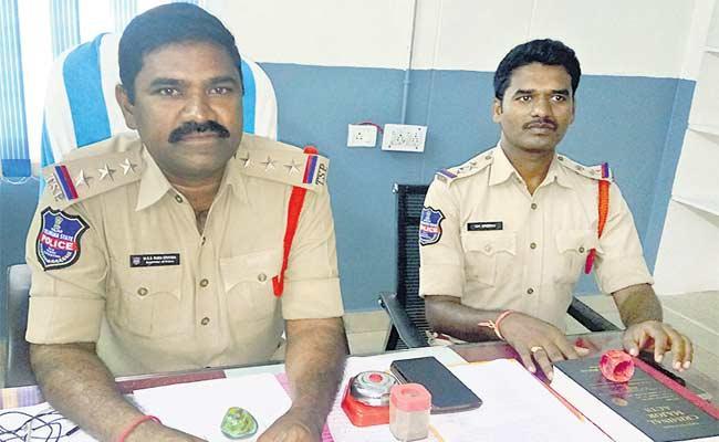 Person Taken Money From Own House In Ranga Reddy - Sakshi