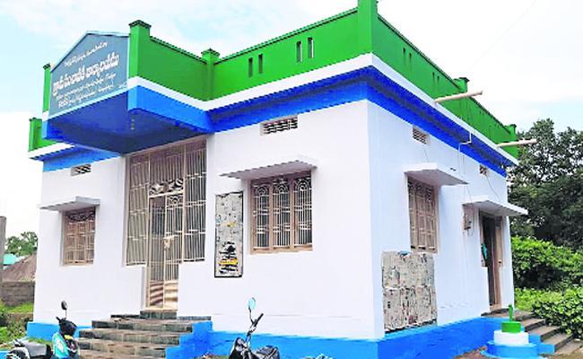 All Grama Sachivalaya Buildings Will Be Built In Shortly in Kurnool - Sakshi