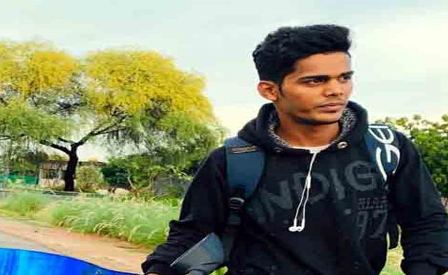 Young Man Drown In Ganga Canal While Taking Selfie In Chittoor - Sakshi