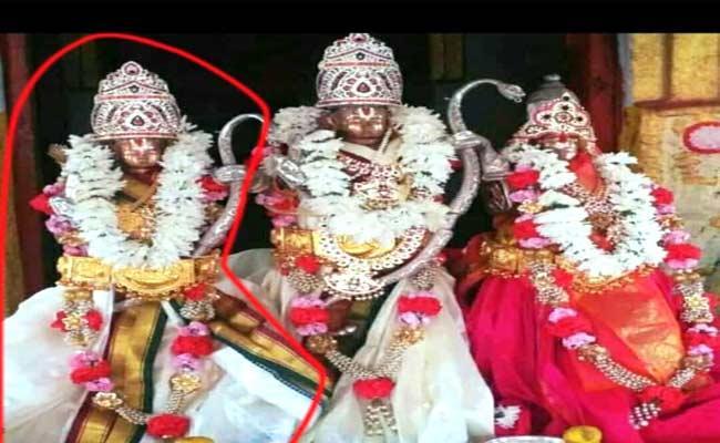 Thieves Stolen Statues In Nalgonda  - Sakshi