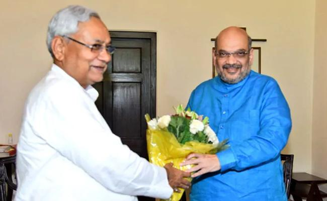 Amit Shah Ends Speculation Over Alliance in Bihar - Sakshi