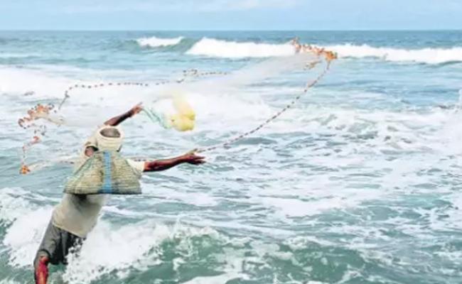 AP Government Ten Thousand Compensation Hike For Fishermen - Sakshi