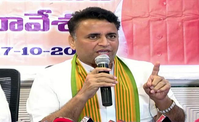 Sunil Deodhar Slams Chandrababu Over Central Govt Funds - Sakshi