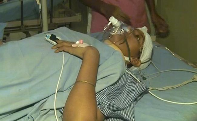 West Godavari: man Stabs Degree student Tejaswani,attempts Suicide - Sakshi