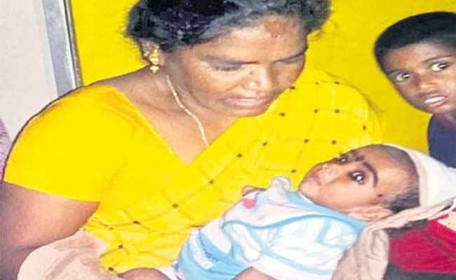 Mother Dropped Her Child In Hyderabad - Sakshi