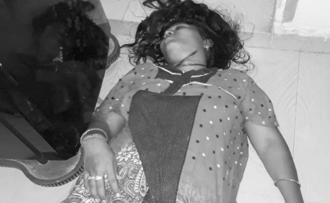 Woman Murdered In Visakhapatnam - Sakshi