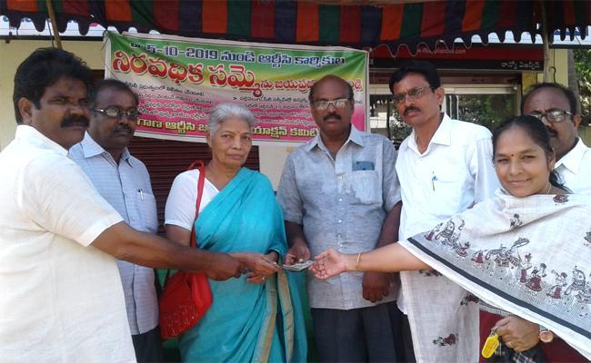 Retired Teacher Gives Funding For Telangana RTC Strike - Sakshi