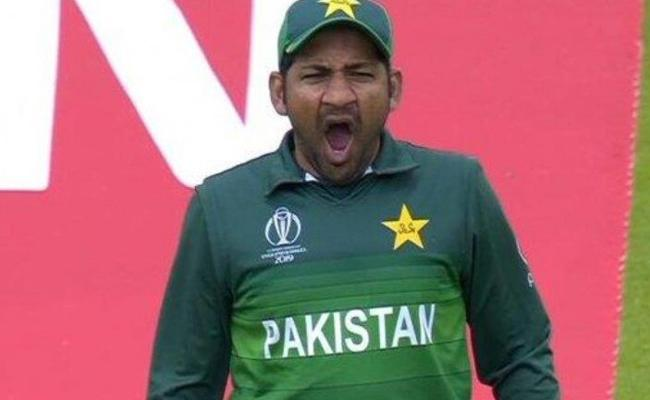 Sarfaraz Ahmed Sacked As Pakistans T20 And Test Captain - Sakshi