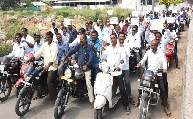 All Employees Union Giving Support For RTC Strike In Telangana - Sakshi