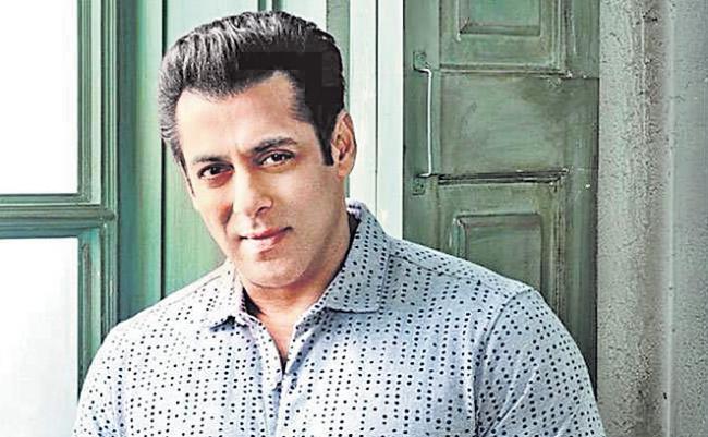 Salman Khan to dub the dialogues for Dabangg 3 in Kannada language - Sakshi