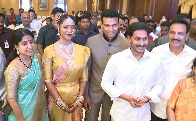 YS Jagan Attends Chandana Deepti Balaram Reddy Marriage In Hyderabad - Sakshi