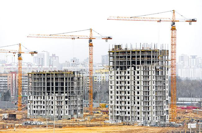 Majority of delayed housing units fall in upper mid-segment - Sakshi
