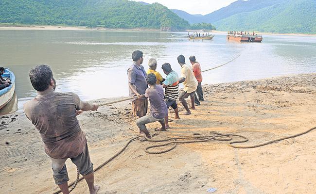 Kachuluru Boat Accident Dharmadi Satyam Team Operations Continue - Sakshi