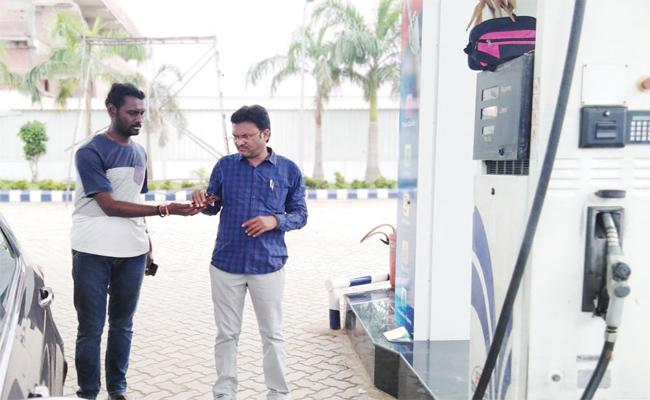 Petrol Bunks Doing Fraud By Fake Meter Reading In Adilabad - Sakshi