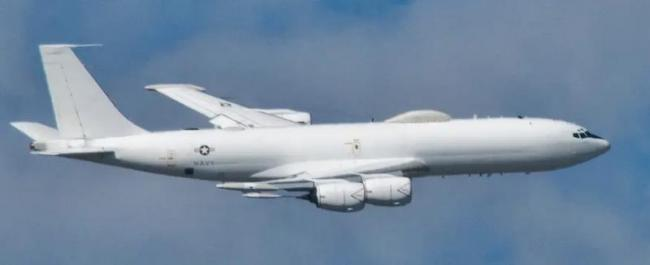 Navy E-6B Mercury doomsday plane hit by bird - Sakshi