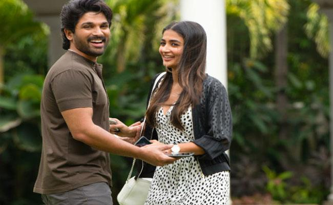 Allu Arjun Samajavaragamana Song Becomes The Most Liked Telugu Song - Sakshi