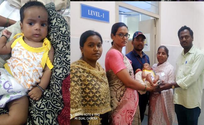 Parents Left Girl Child In Train At Tirupati - Sakshi