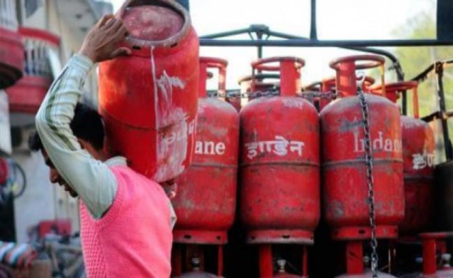 Delivery Boys Charged Extra Change On Gas Cylinder In Kurnool - Sakshi