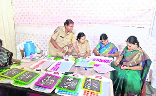 Liquor Shops Draw Process Completed In Peaceful Environment - Sakshi