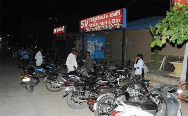 Bar Organizers Commits Irregularities In Liquor Sales With Support Of Excise Officers - Sakshi