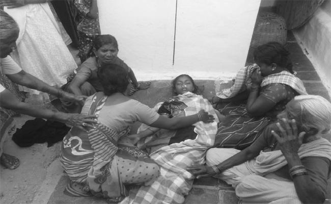 Girl Died Due To Fall Into Water Pond In Kalyandurgam - Sakshi