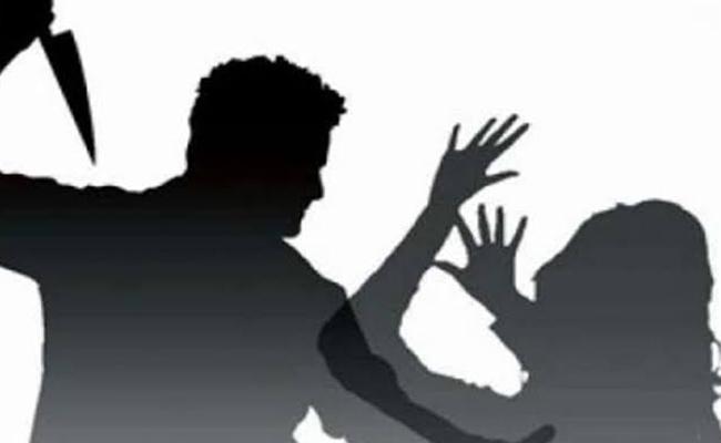 Mumbai Man Stabs girlfriend And Then Himself - Sakshi