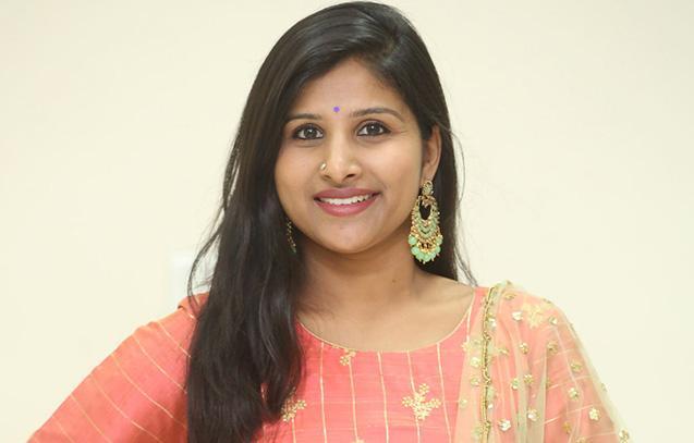 Singer Mangli Is Making Her Movie Debut With Ullala Ullala - Sakshi