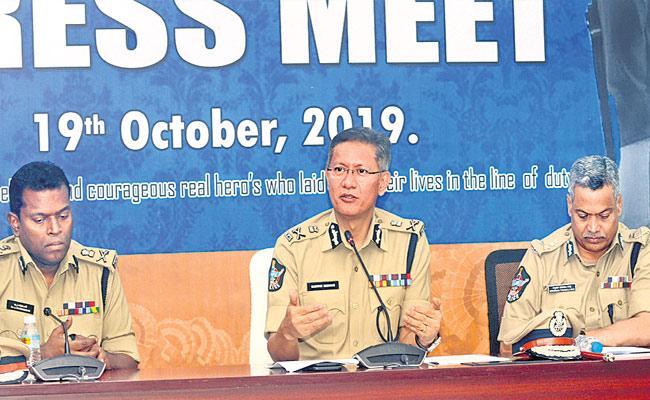 DGP Gautam Sawang With Media Over Journalist Attacks - Sakshi