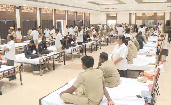 Police Martyrs day, Cops Organise 3k run in Vijayawada - Sakshi