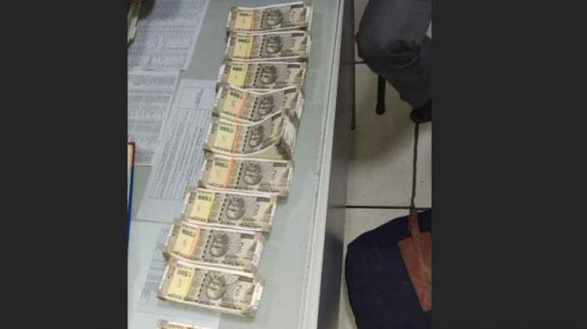 Fake Currency Recovered At Delhis Kashmere Gate Metro Station - Sakshi