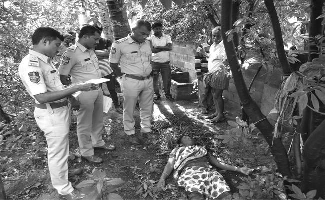 Wife Killed By Husband In Karimnagar - Sakshi