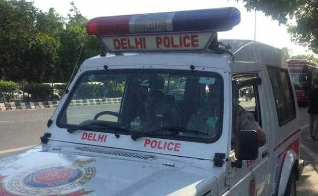 Delhi Man Allegedly Robbed Of IPhone - Sakshi