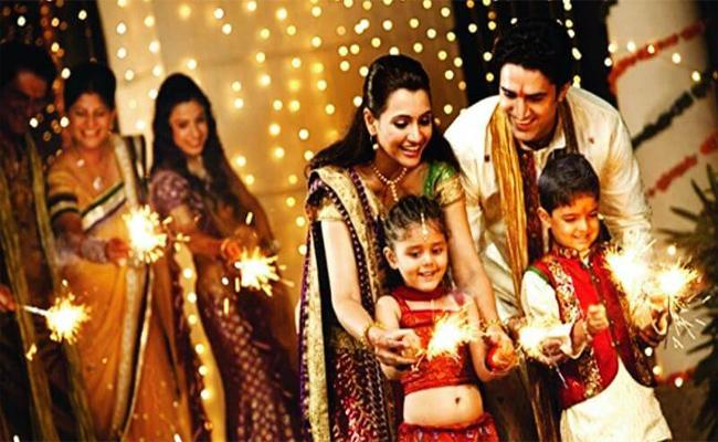 How Do Families Celebrate For Deepawali - Sakshi