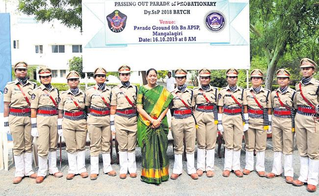 12 Womens In The First DSP Batch Navyandhra - Sakshi