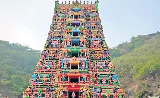 Outsourcing Jobs Fraud In Kanaka Durga Temple At Vijayawada - Sakshi