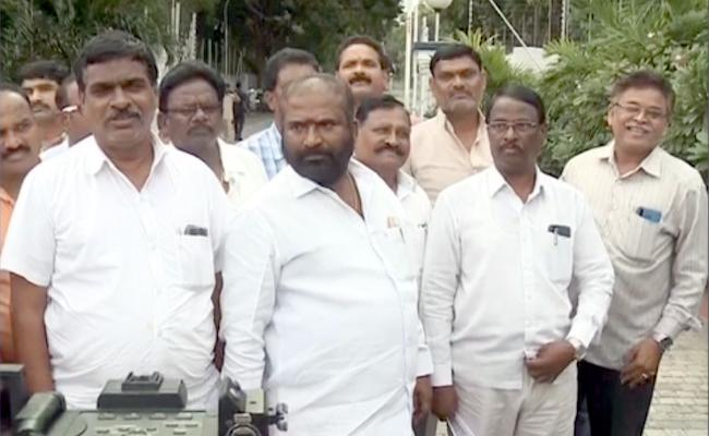 TSRTC Strike JAC Leaders Meet Governor Tamilisai Soundararajan - Sakshi