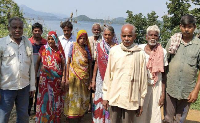 Why Manibeli Villagers Boycotting Maharashtra Assembly Elections - Sakshi