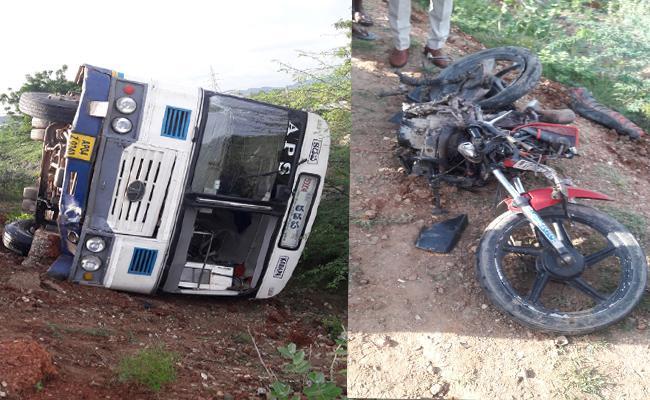 Road Accident Two Men Died And 24 Injured In Prakasam - Sakshi