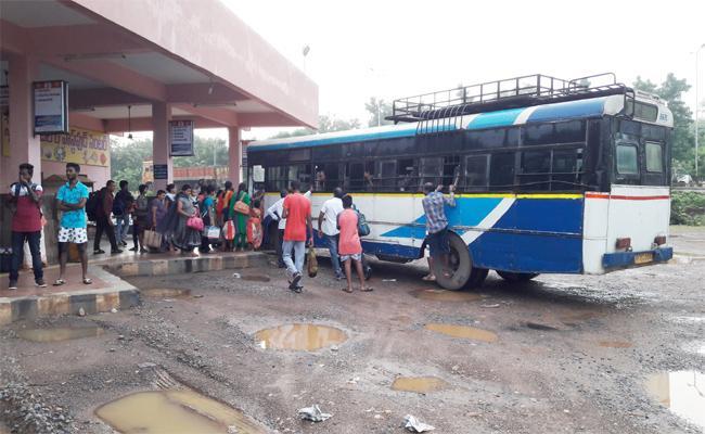 TSRTC Strike Effect In Hanamkonda - Sakshi