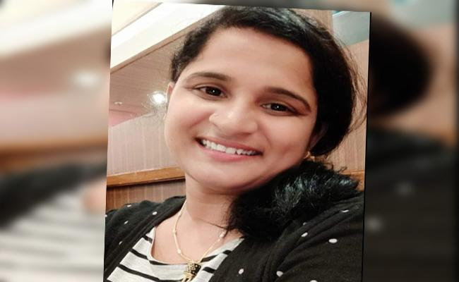 Woman Cheated As Name With Jobs In Guntur - Sakshi