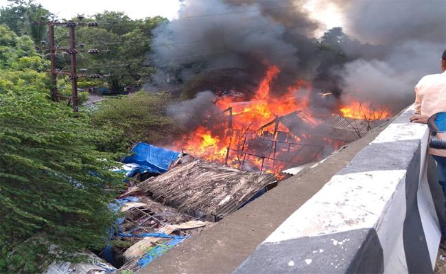 Fire Accidentt In Tanuku 50 Houses Destroyed - Sakshi