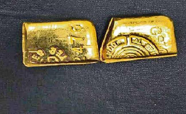 Gold Smuggling Gang Arrest in Hyderabad - Sakshi