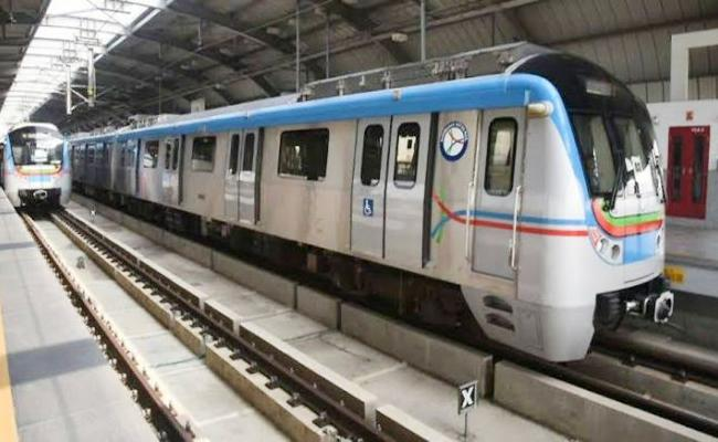3 lakh 50 thousand Metro Train Passengers in one Day Hyderabad - Sakshi
