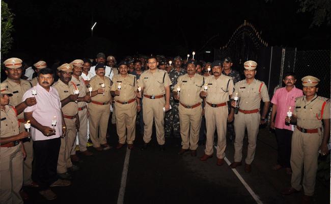 Police Held Candle Rally In Prakasam Over Police Martyrdom Memorial Day - Sakshi
