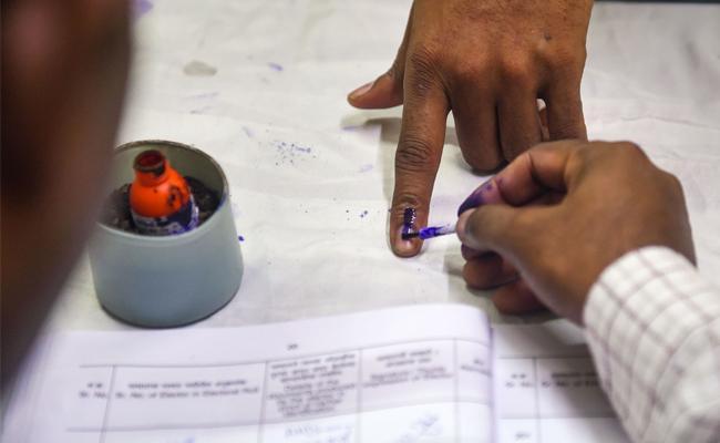 Maharashtra Haryana Assembly Elections 2019 Polling Update - Sakshi
