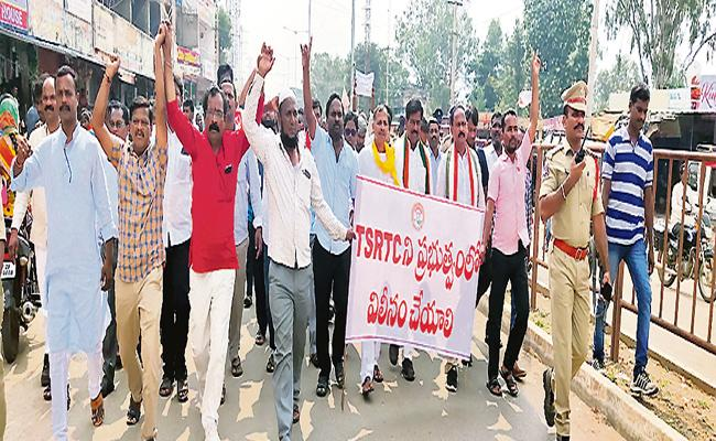 TRS Party In Trouble With RTC Strike In Telangana - Sakshi