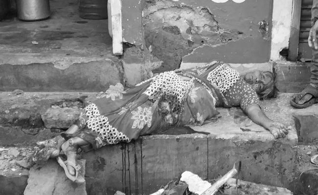 Elderly Woman Died While Collapse Hotel Roof Visakhapatnam - Sakshi