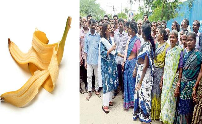 Attack on Daily Workers for Banana Peel in Hyderabad - Sakshi