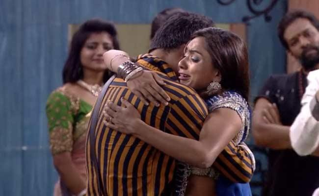 Bigg Boss 3 Telugu: Vithika Sheru Gets Emotional After Eviction - Sakshi